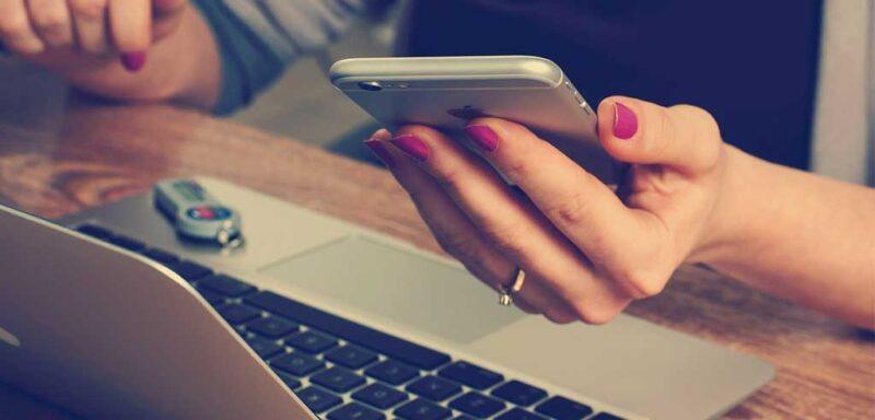 Gestiona incidències de l'atur online des de l'ordinador i dispositius.
